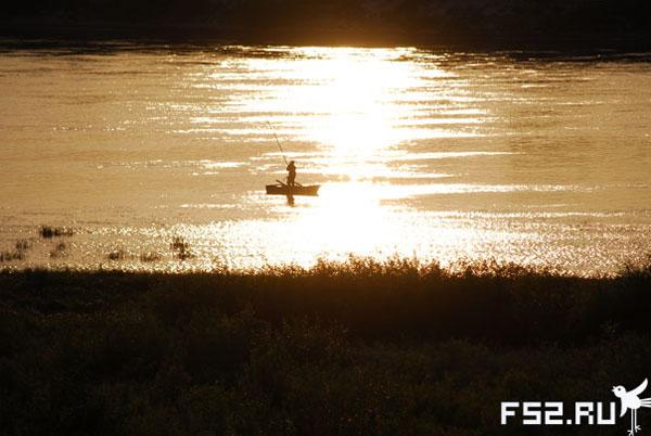 Рыбак на реке ока фотография с сайта